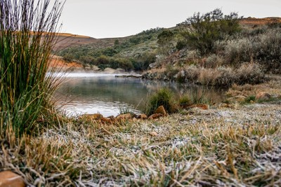 Frosty morning at dam