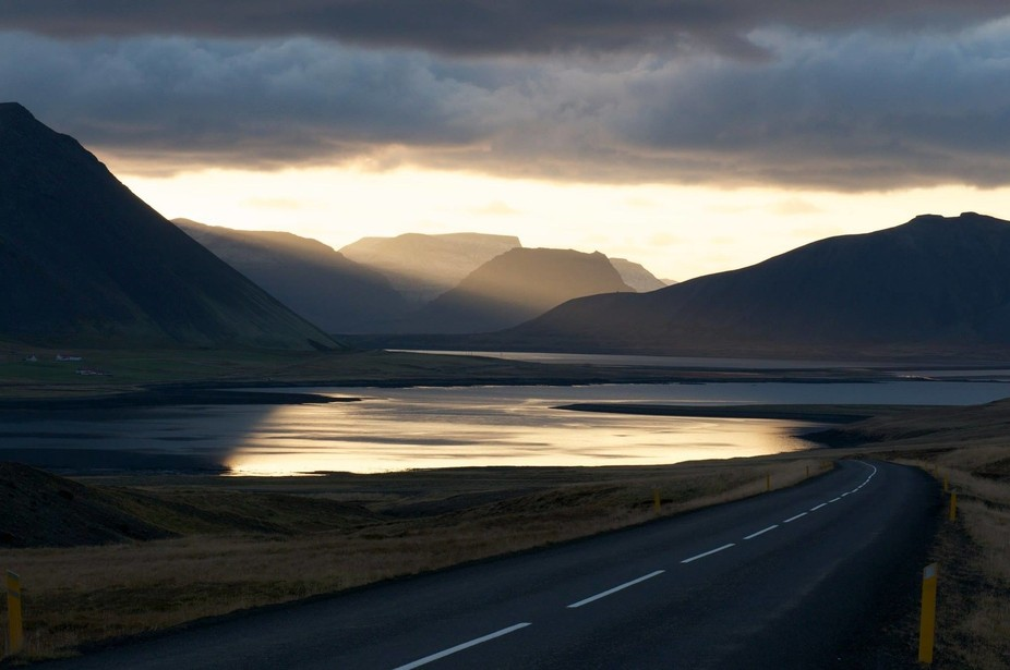 On our way back to Grundarfjörður we saw this amazing light, in the back the famous Kirkjufell