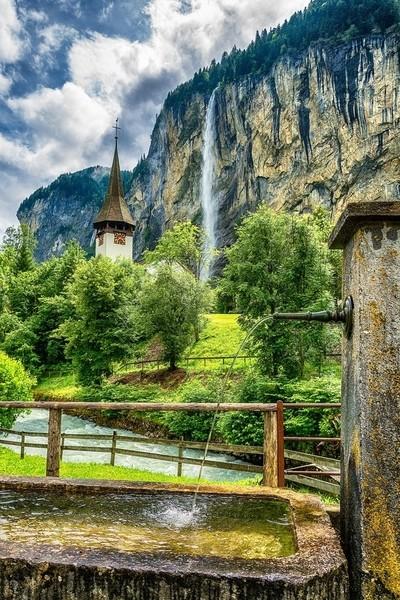 Man-made vs. Nature-made Fountains