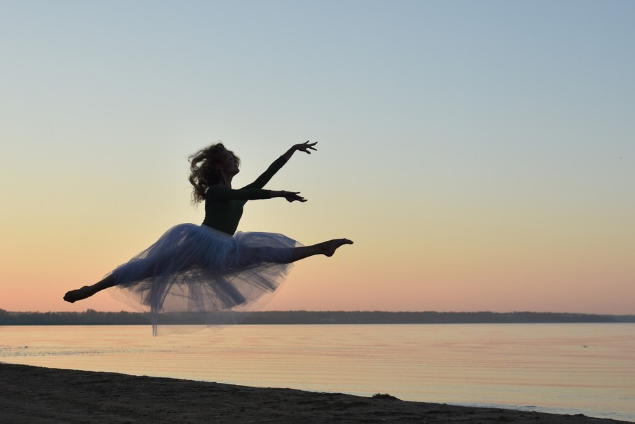 For a ballerina the season is full of hard trainings. That nice summer evening at the lake the li...
