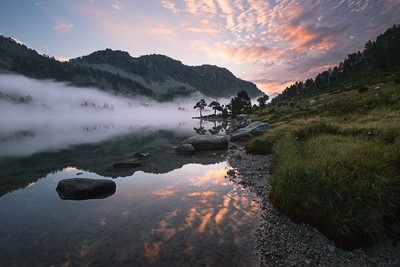 Aumar lake in the early morning