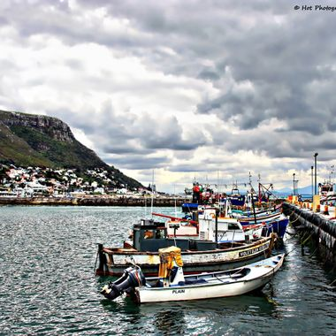 Kalk Bay harbour - boats waiting