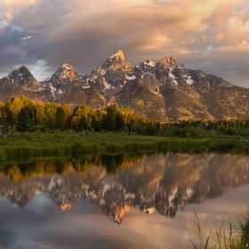 Schwabacher's landing is one of the most beautiful spots near Grand teton national park. During a sunrise, the sunlight glows the mountain t...