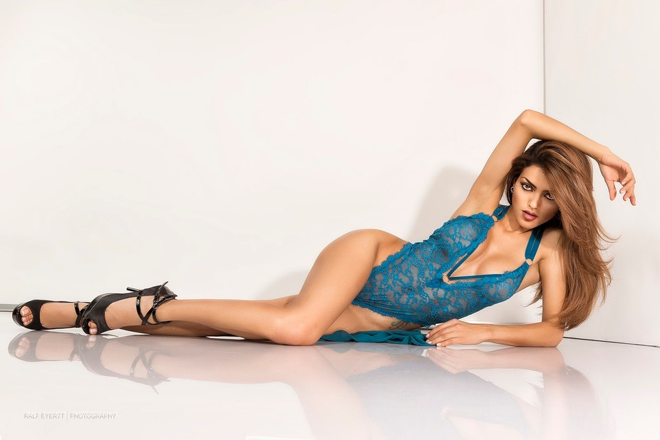 a dream in Victoria Secret with Jhannet Correa the Colombia Model living in Switzerland