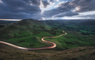 The-Winding-Road-at-Mam-Tor