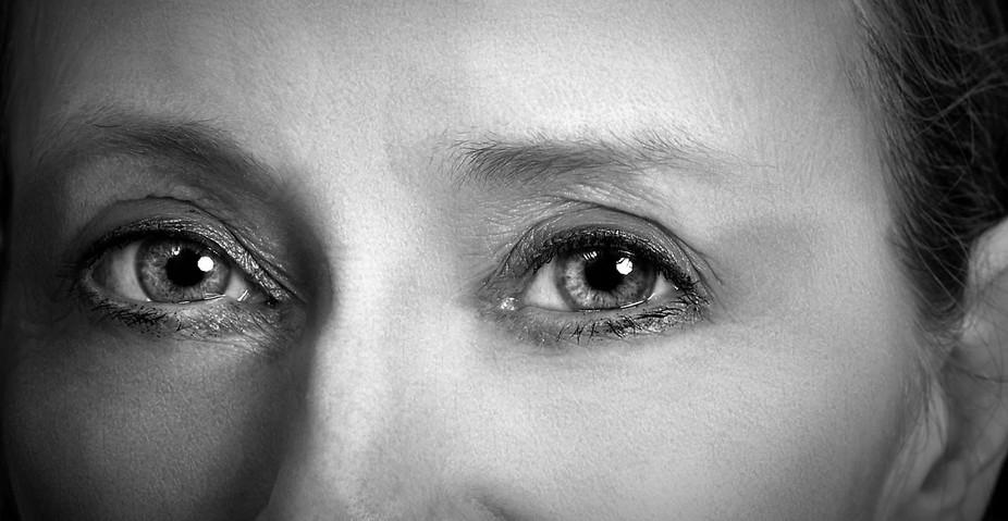 My  eyes black & white