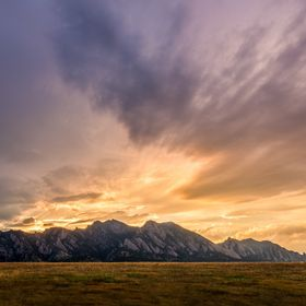 Flatiron Vista is a park near Boulder, Colorado which is a great place to view the entire Flatiron mountains. Just an hour before sunset it start...
