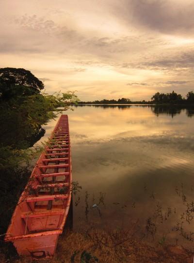 IMG_7456 Long boat on Nong Bua Lake 2
