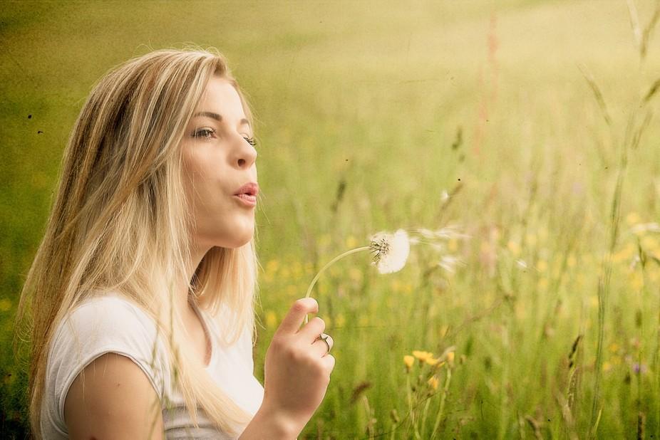 Young woman and dandelion_MG_0834