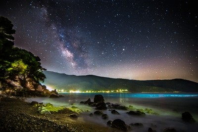Milky Way rises over the beach