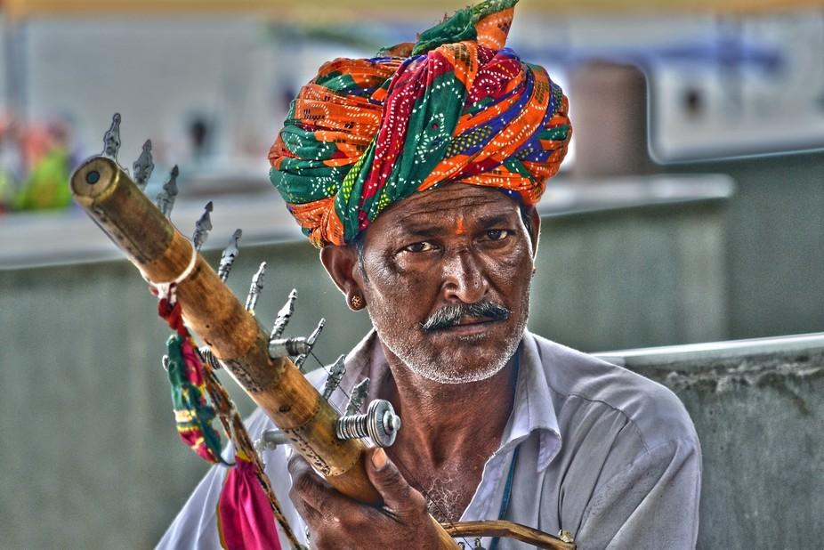 A folk artist performing at Lake Pichola, Udaipur (Rajasthan) , India