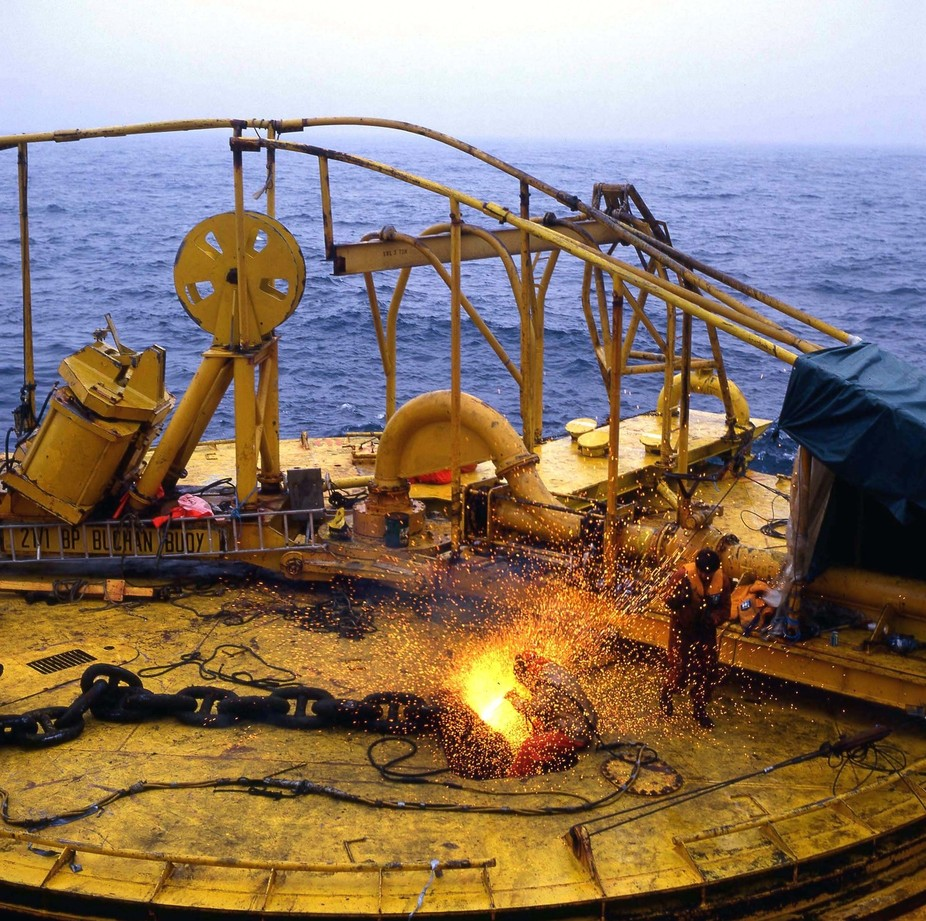Cutting mooring chains, Buchan buoy