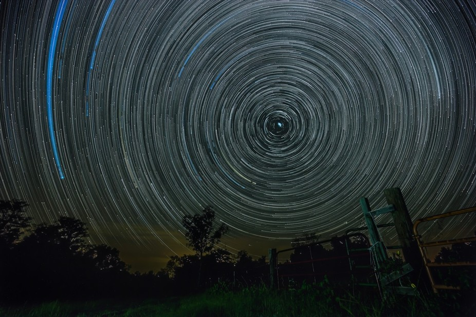 580+ images, 30 sec exposures at f/4, canon 16-35 f/4 on 6D.