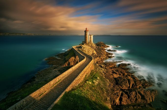 Phare... by kbrowko - In the Center Photo Contest