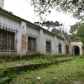 This is one of the oldest houses of the first resort in Brazil. With more than 100 years, and abandoned by their owners. Sad ... especially for t...