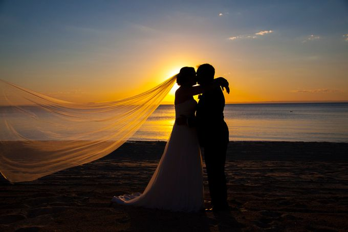 As The Sun Dies, The Love Grows by magicshotsphotography - Candid Wedding Moments Photo Contest