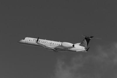 United Express(ExpressJet Airlines) Embraer ERJ-145XR(N14148).