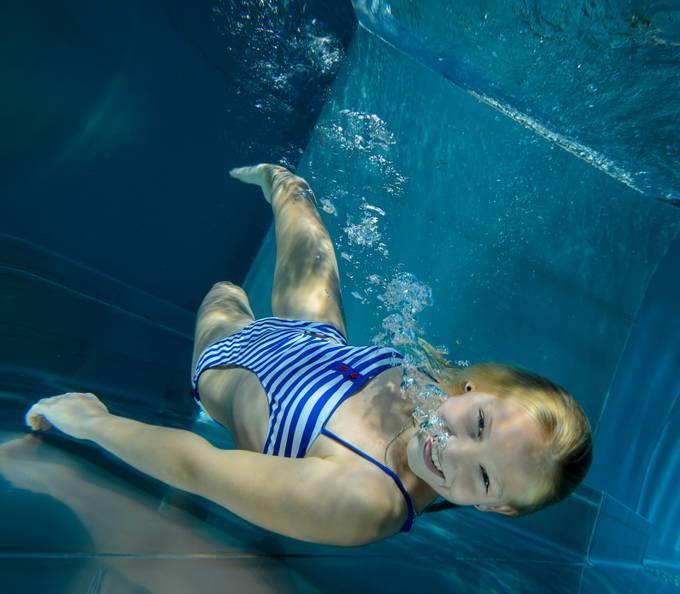 bubble diver girly by fotofrankyat - Bubbles Photo Contest