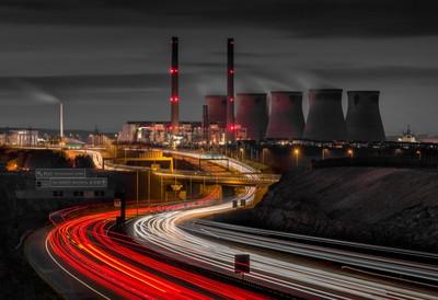 Ferrybridge_power_station_02RED