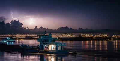 Lightning over Bridge