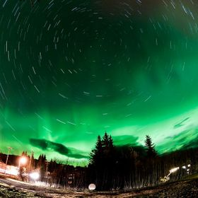 During our stay last Fall in Homer, Alaska, I could take that Longexposure with Northern Lights in our Backyard.