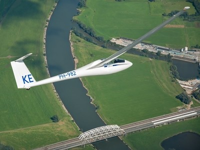 Glider turning over beutifull scenery