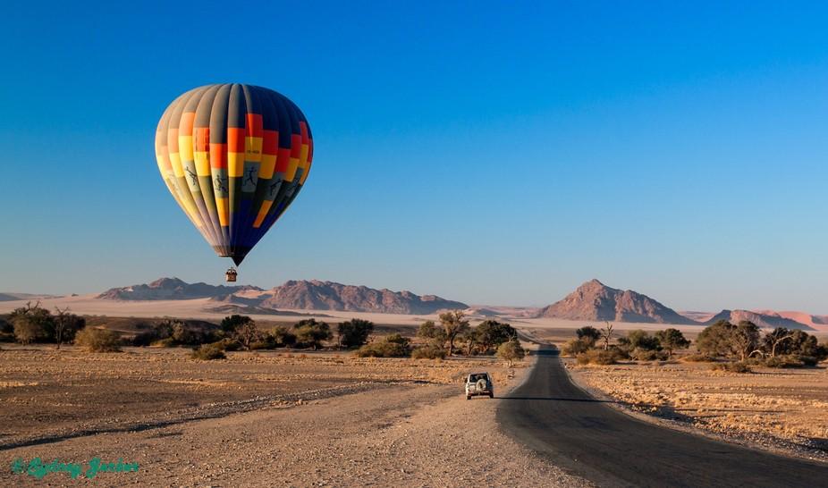 Hotair Balloon near the road to Sossous vlei in Namibie