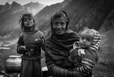 A nomad woman and her children