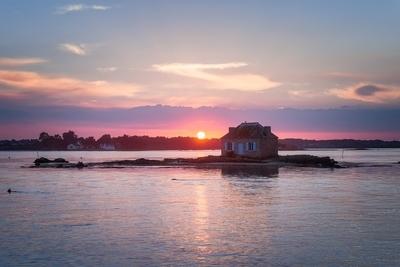 Last rays of light on Nichtarguer islet