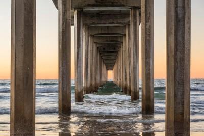 Symmetrical shot under Scripps Pier