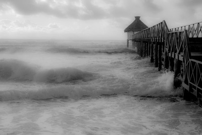 Storm at the Peer