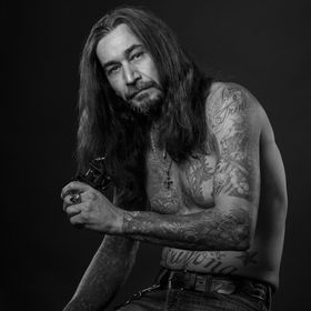 Mary Katlin Photography-Portrait of a tattoo artist