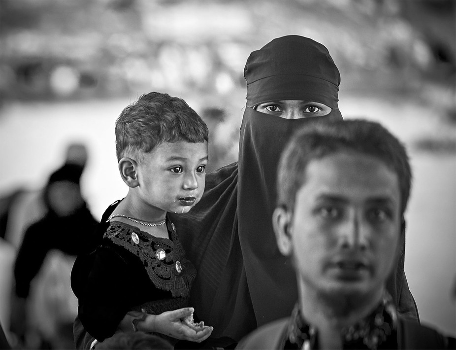 Mother and child at the ferry port in old Dhaka, Bangladesh