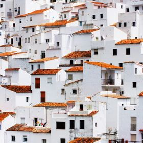 Andalucía is famous for it's Pueblo Blanco - White Villages. When I spotted the rich colours on the washing line. the shot needed to be taken.