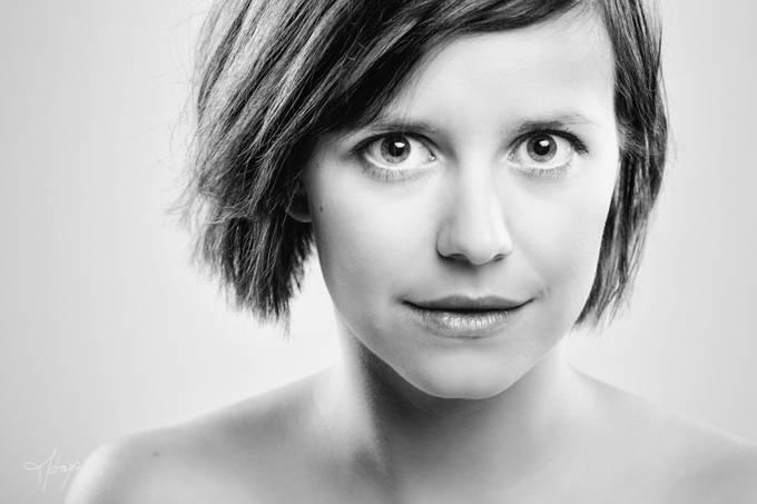 Laura by matayosoixantequatorze - Her In The Studio Photo Contest