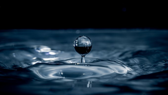 Water drop by Luca_DeGregorio - Macro Water Drops Photo Contest