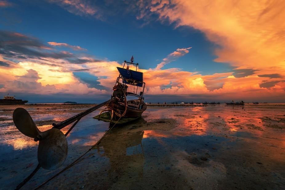 Huge ebb-tide at Phi-phi island, Thailand