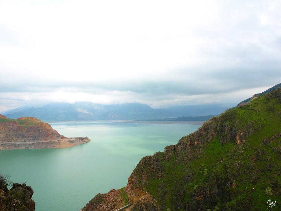 Charvak Lake reservoir. (Chorvoq Suv Ombori in Uzbek)