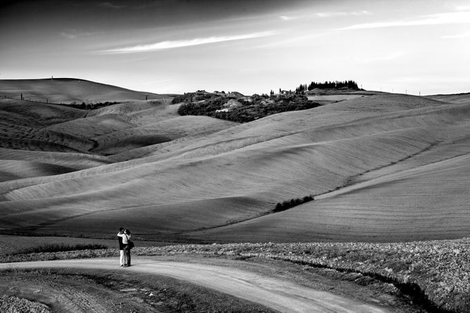 Influence of Tuscany over people by DamianHadjiyvanov - Curves And Compositions Photo Contest