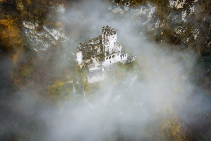 Haderburg im Nebel by spidi1981 - Enchanted Castles Photo Contest