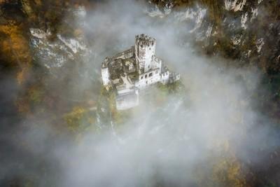 Haderburg im Nebel