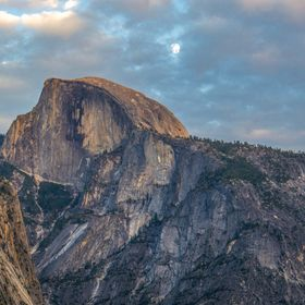 A couple days before the super moon we went to Yosemite and still witnessed an amazing show but on by these two beauties. I had visited Yosemite ...