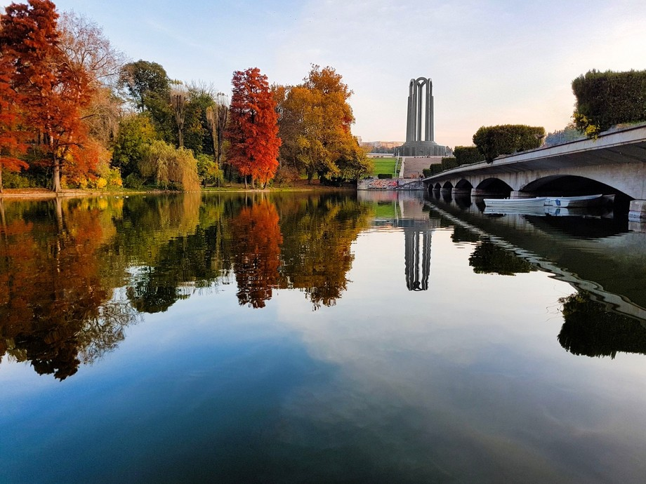 As an amateur i want to think that this photo is nice and full of autumn colors. I'm sti...