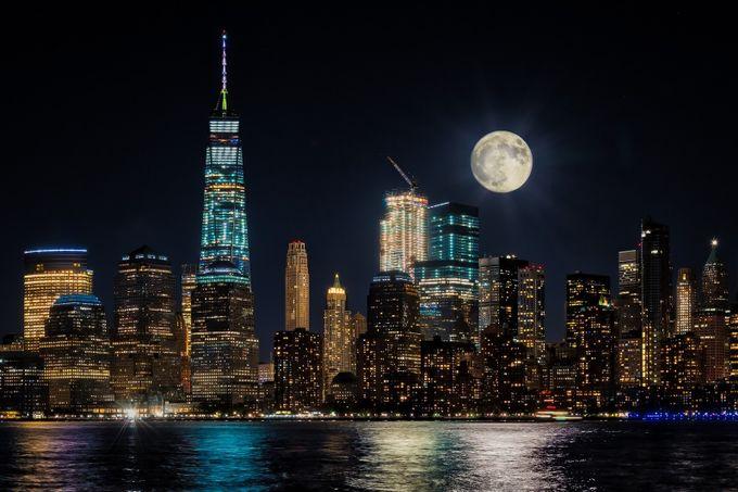 Manhattan Moonrise by saraascalon - Modern Architecture Photo Contest
