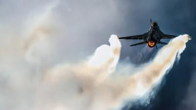 Fighter jet power