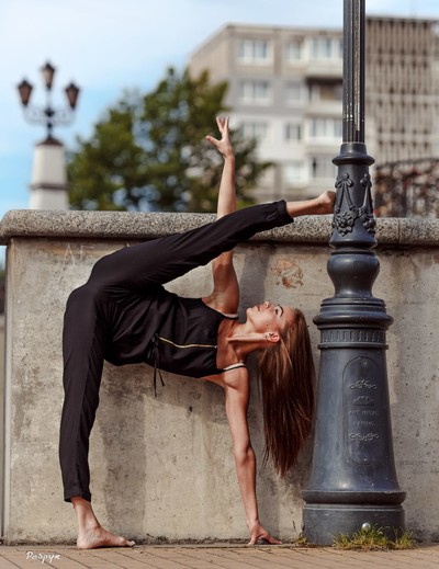 street poses dancer