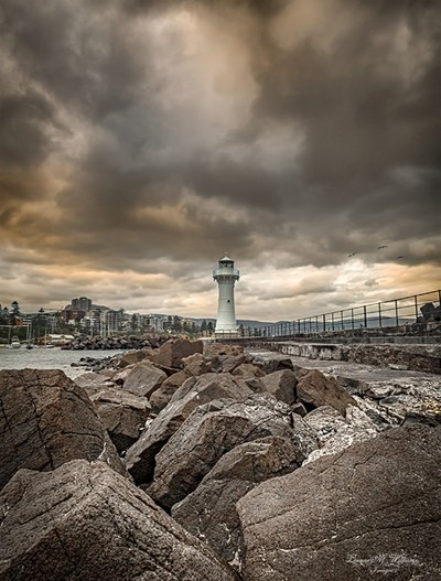 Rocks-leading-to-the-little-lighthouse