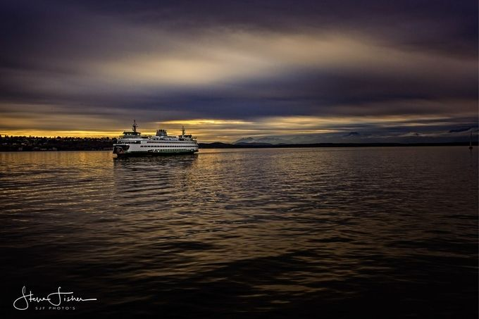 This images is of the Wa State Ferry arriving into Seattle