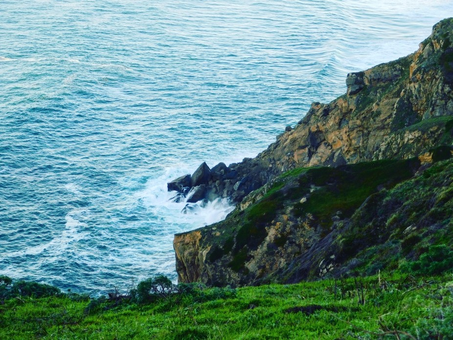 Waves crashing against the rocks at Point Reyes National Park/Lighthouse