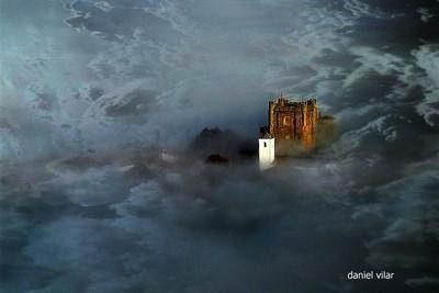 Castelo - torre de menagem - entrenevoeiro